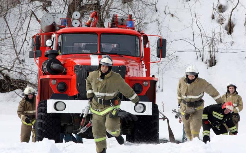 приём резервных пожарных автомобилей осуществляют