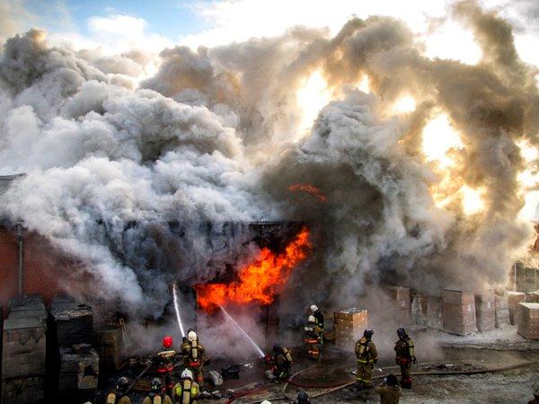 При тушении пожаров на складах ядохимикатов