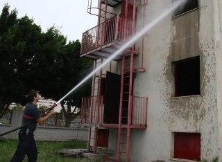 Тушение пожаров верхних этажей используя потолок помещения и подачу воды под углами
