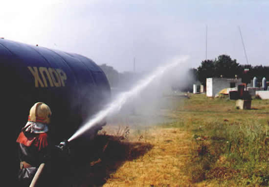 Работа центральной сплошной струи - подача воды на расстояние до 32 метров