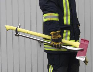 Инструмент хулиган и пожарный топор