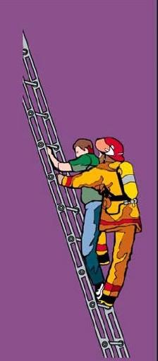 Эвакуация пострадавшего при помощи ручной пожарной лестницы