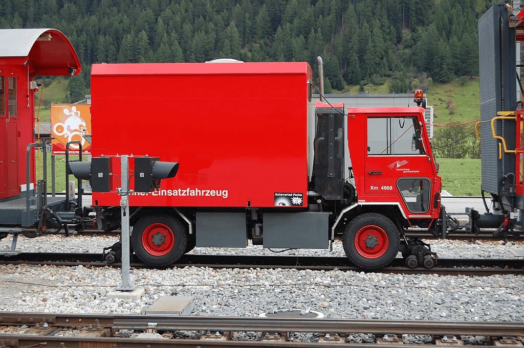 Пожарный автомобиль на железнодорожном ходу