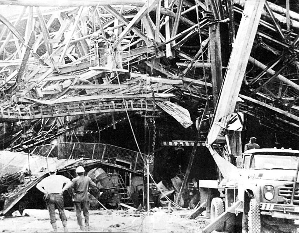 Разбор конструкций после пожара на заводе КамАЗ