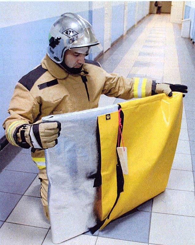 Фото 2 Извлечение экрана из транспортировочной сумки