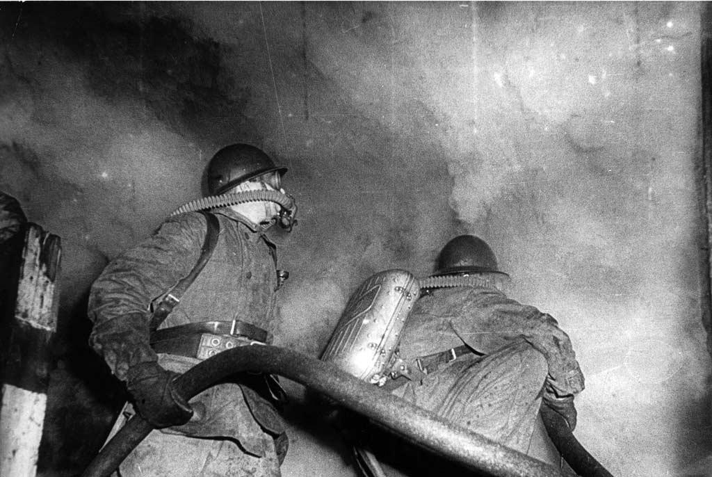 Звено газодымозащитной службы на пожаре