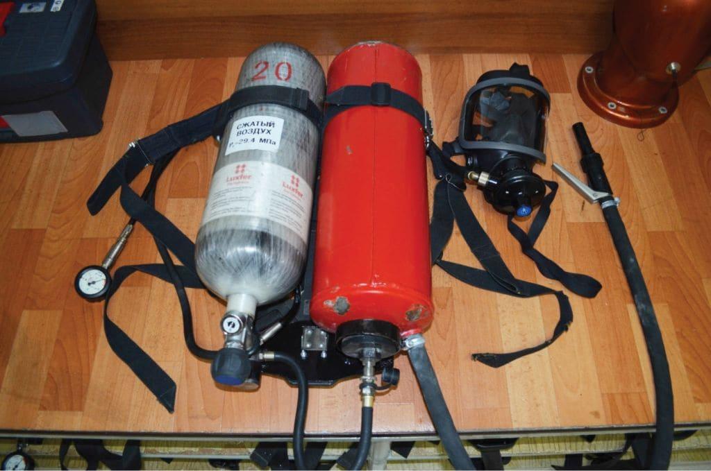 Система пожаротушения порошкового типа и защиты органов дыхания