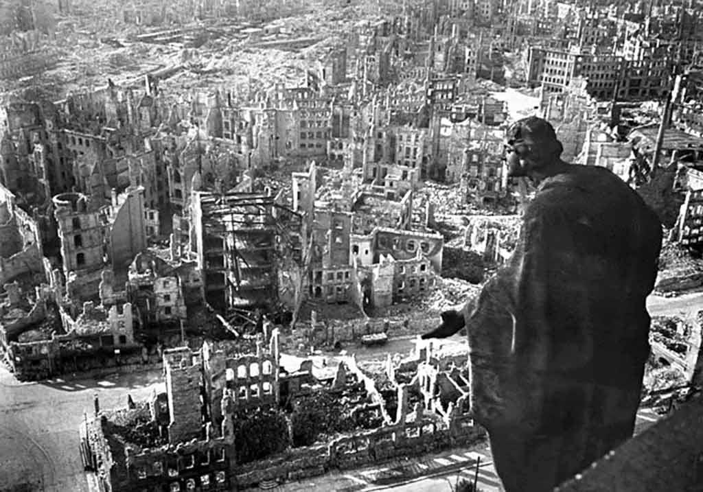 Гамбург после серии ковровых бомбардировок с 25 июля по 3 августа 1943 года