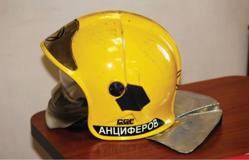 Обозначение фамилии на каске у пожарных