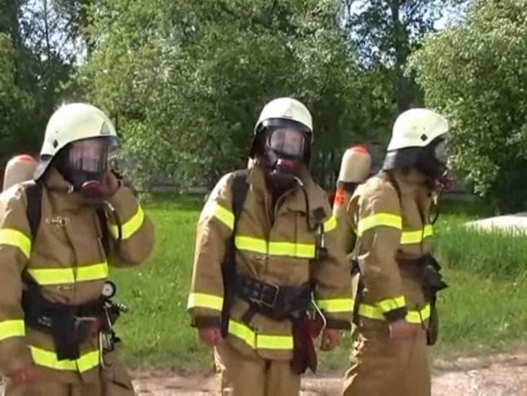 пожарные в масках