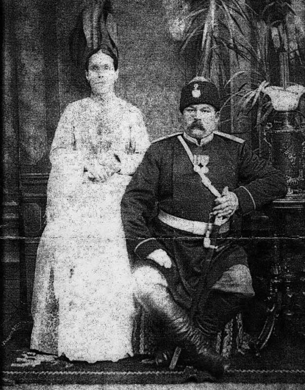 Брандмайор В.И. Власов с женой
