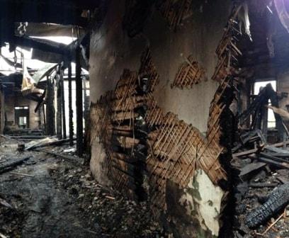 Следы распространения пожара по деревянным перегородкам