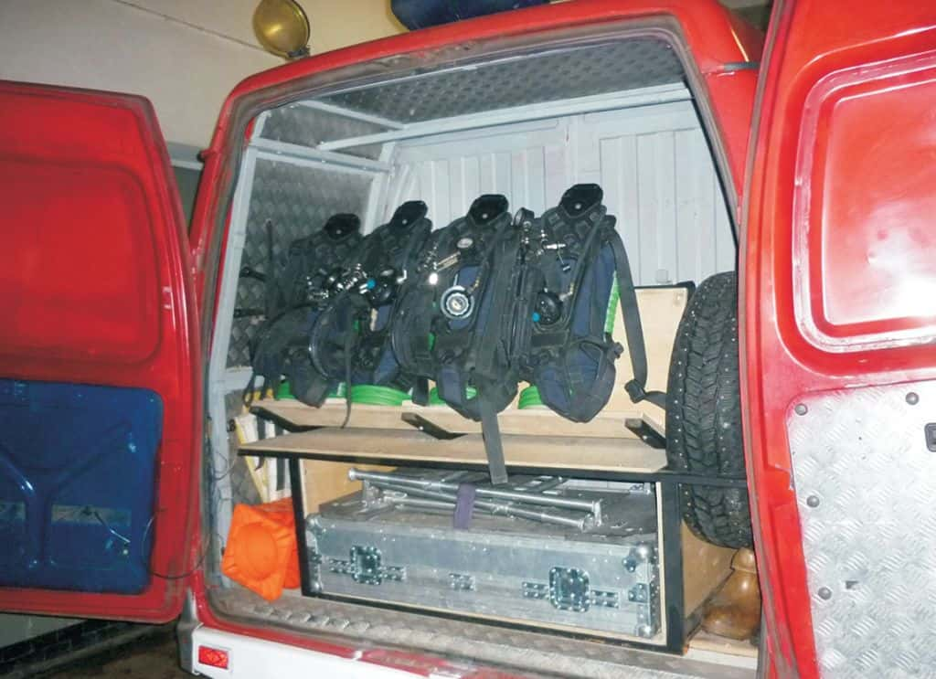 Стеллаж с ячейками для перевозки СИЗОД в автомобиле АШ-5