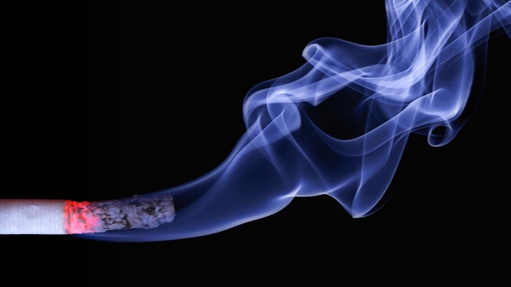 Токсичные твердые продукты горения (дым от сигареты)