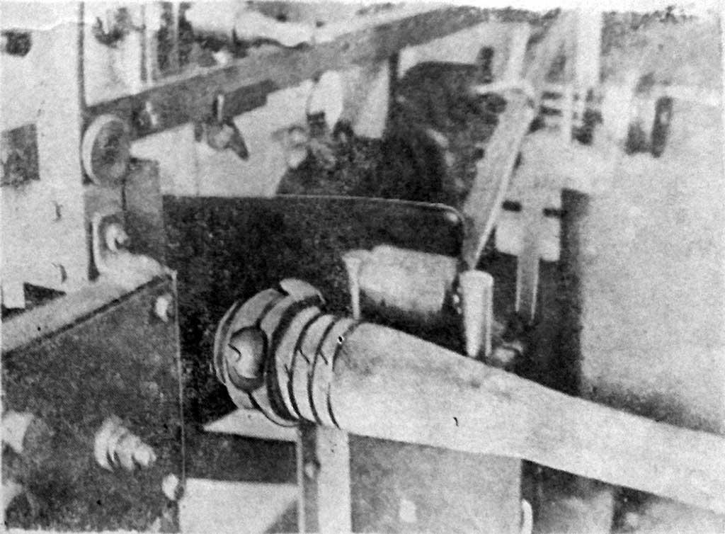 Внешний вид наложенных витков проволоки на рукаве с головкой с помощью устройств станка