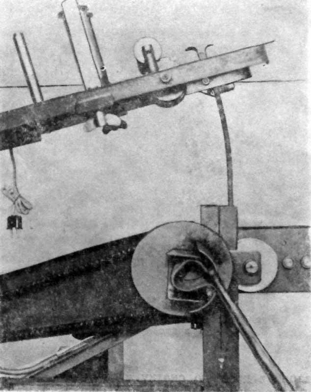 Заправка рукава в перекаточный механизм при скатывании рукава в двойную скатку. При этом необходимо предусмотреть, чтобы один конец рукава был немного длиннее