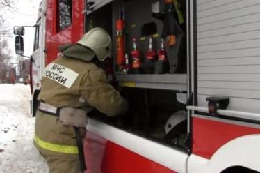 Боевое развертывание пожарных от пожарной автоцистерны