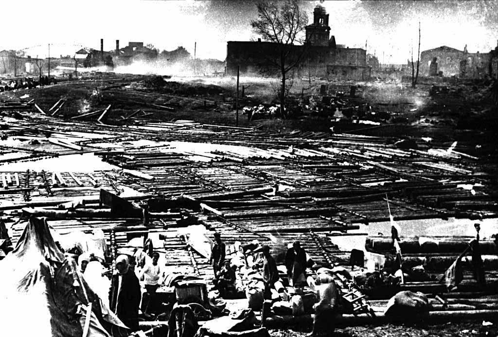 Жители Котельнича после пожара на плотах на реке Вятке