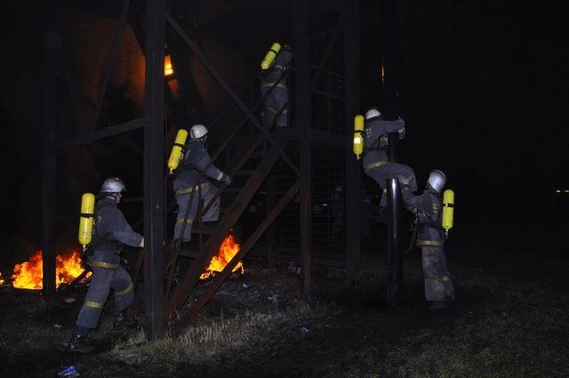 Подготовка пожарных на огневой полосе