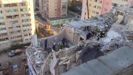 Cотрудники экстренных служб продолжают разгребать завалы взорвавшегося вРязани дома