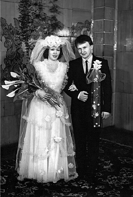 Александр и Елена Карнауховы в ЗАГСе (1998 г.)