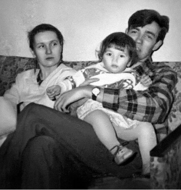 Маша в объятиях отца Сергея
