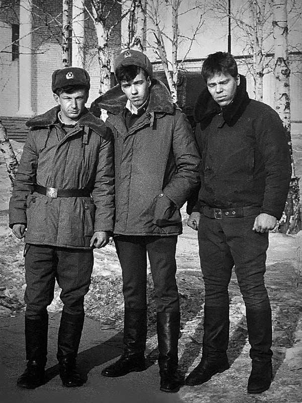 Сергей Леонтьев с армейскими друзьями
