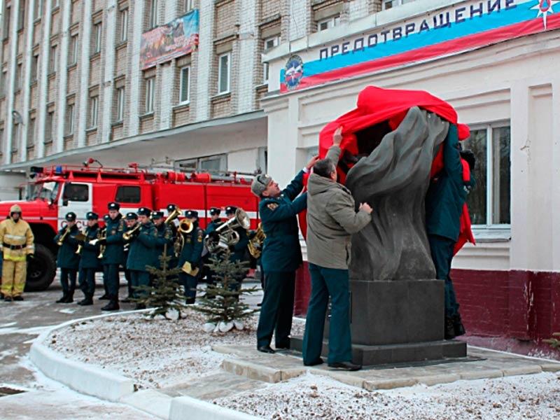 Памятник ивановским пожарным