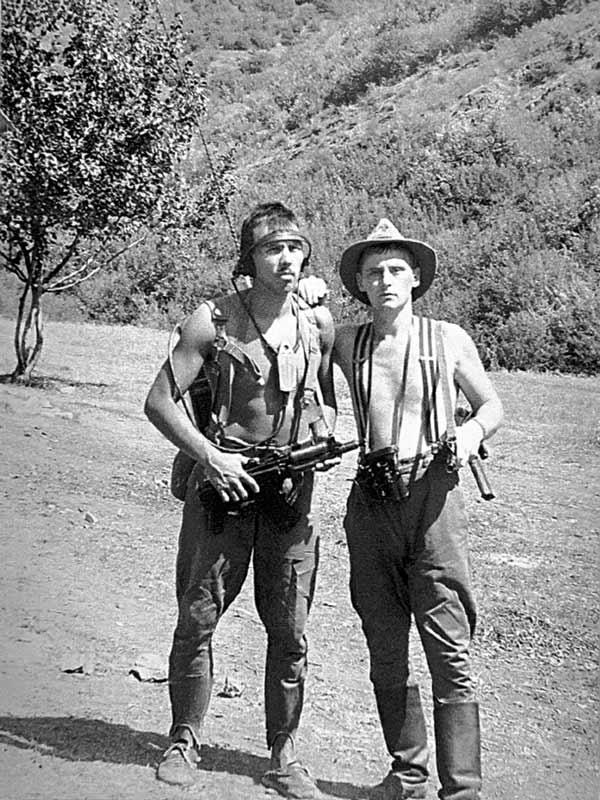 Анатолий Смирнов (справа) в служебной командировке