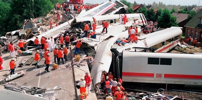 Ликвидация железнодорожной катастрофы скоростного электропоезда Der ICE 1