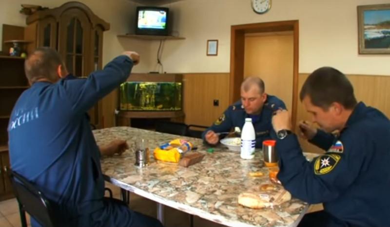 Обед пожарных