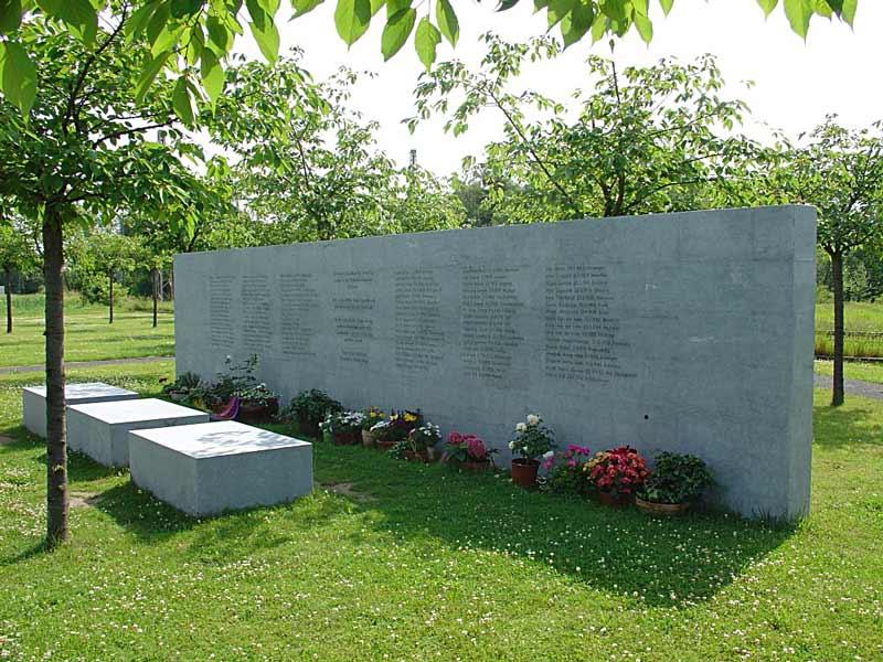 Обелиск с именами погибших при железнодорожной катастрофе под Эшеде