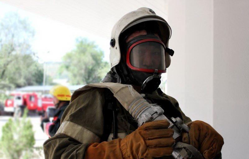 Пожарные в аппаратах