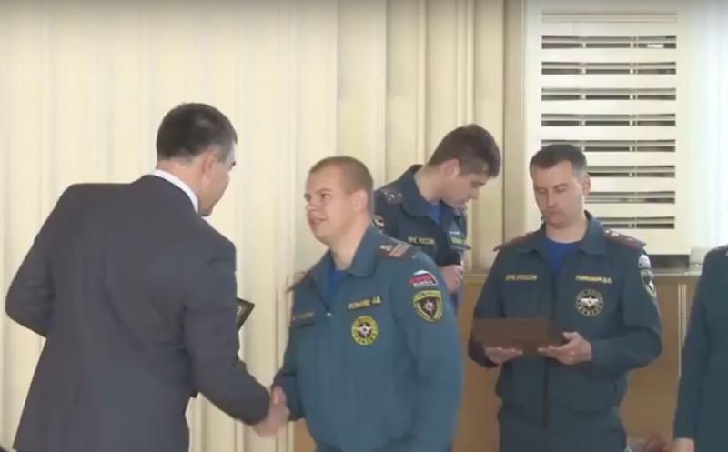 Вручение медали сотруднику МЧС