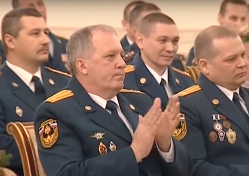 Поощрение сотрудников МЧС России