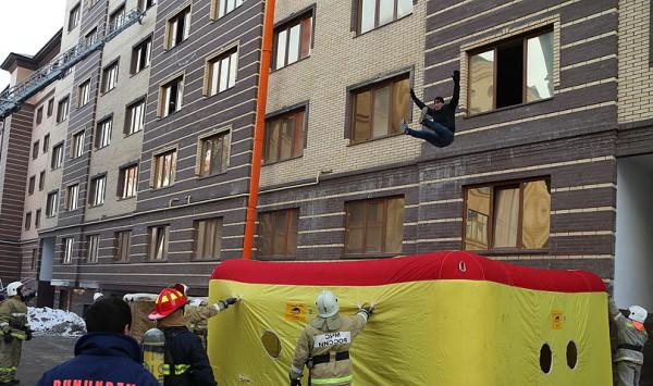 Пневматическое прыжковое спасательное устройство ППСУ