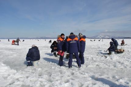 Снятие рыбаков со льдины