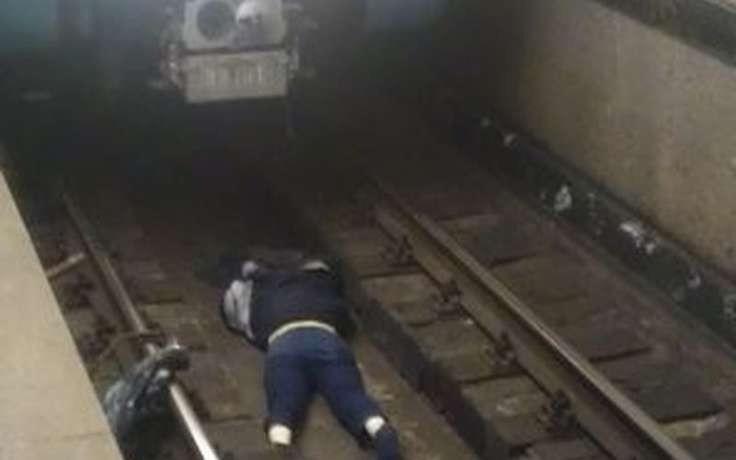 Человек упавший с платформы в метрополитене