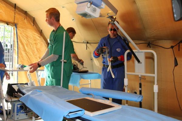 сотрудники мобильного госпиталя МЧС