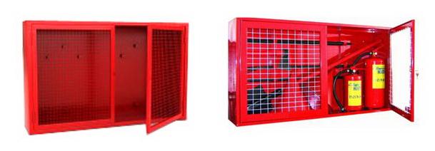 Щит пожарный закрытого типа с глухими или остекленными дверцами или защитной металлической сеткой