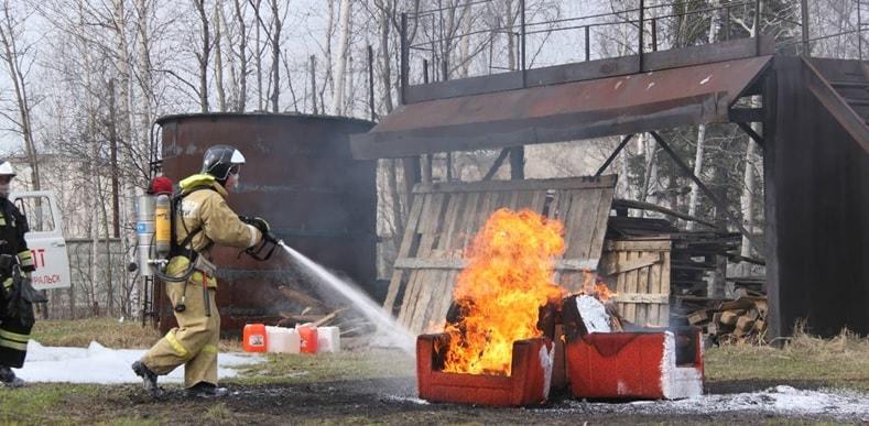 Тушение огня с помощью РУПТ-1-0,4-АВЕ-2