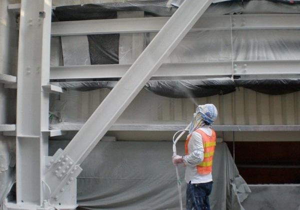 Покрытие огнезащитным составом металлических конструкций