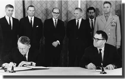 Подписание Договора о нераспространении ядерного оружия