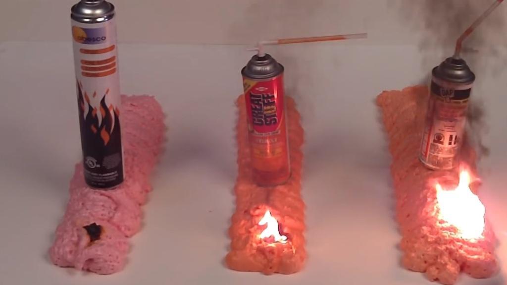 Огнестойкая пена только обугливается
