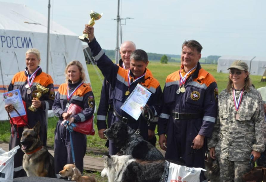 победители соревнований среди расчётов кинологических служб МЧС России
