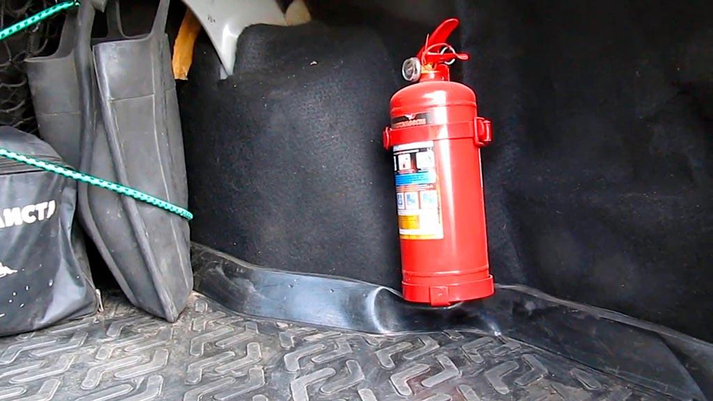 Крепление огнетушителя в автомобиле