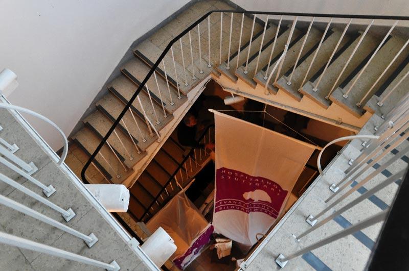 Лестница в лестничной клетке