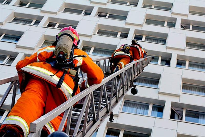 Спасение с высоты при пожаре