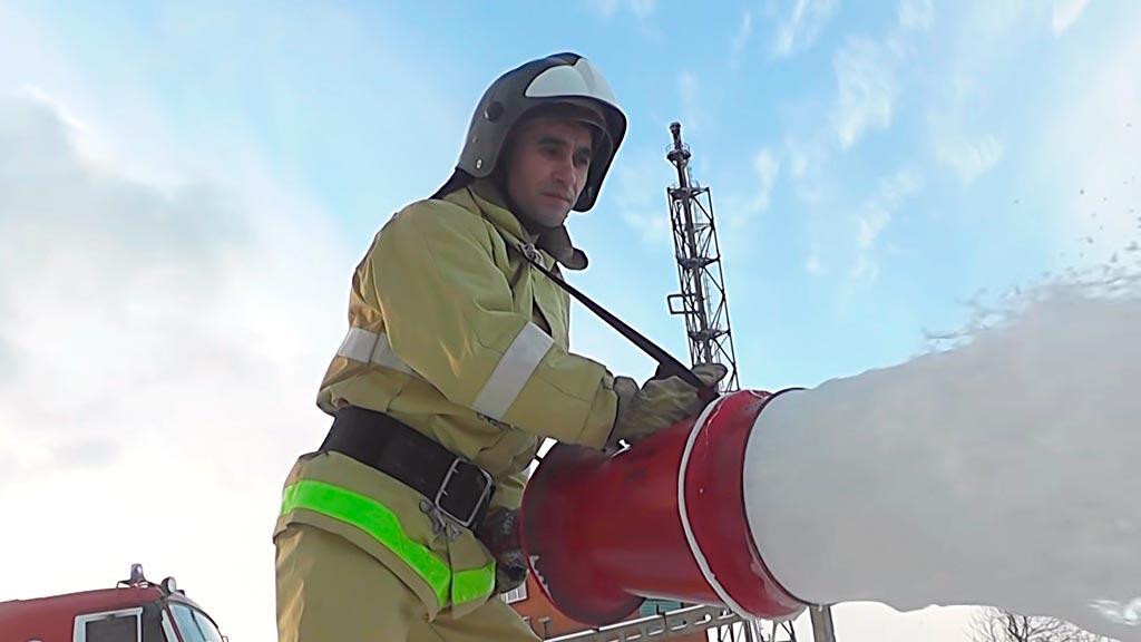 Пожарный командир отделения МЧС России