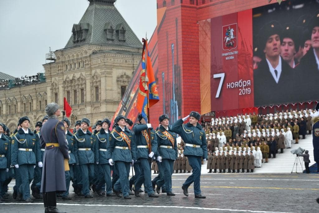 Курсанты МЧС на красной площади